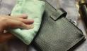 Как убрать блеск с брюк от утюга и носки? Как гладить, чтобы не блестели?