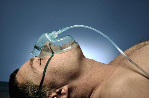 Мужчина лечиться от пневмонии