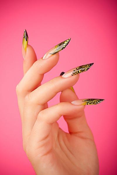 Пёстрые нарощенные ногти