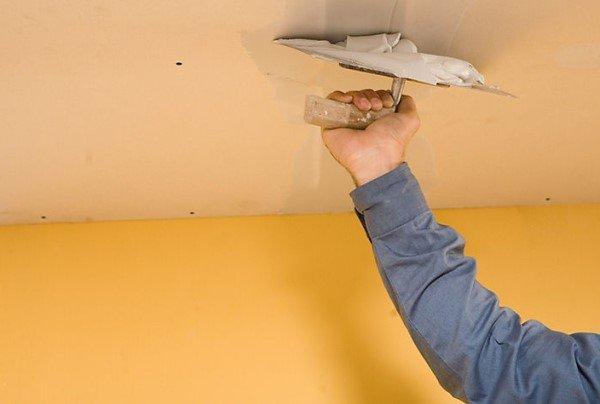 Выравнивание потолка шпаклёвкой