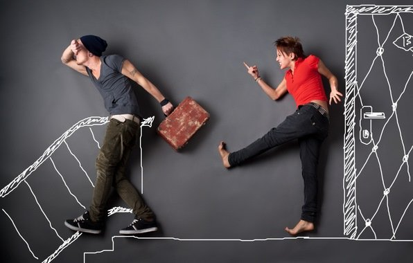 Стерва выгоняет мужчину из дома