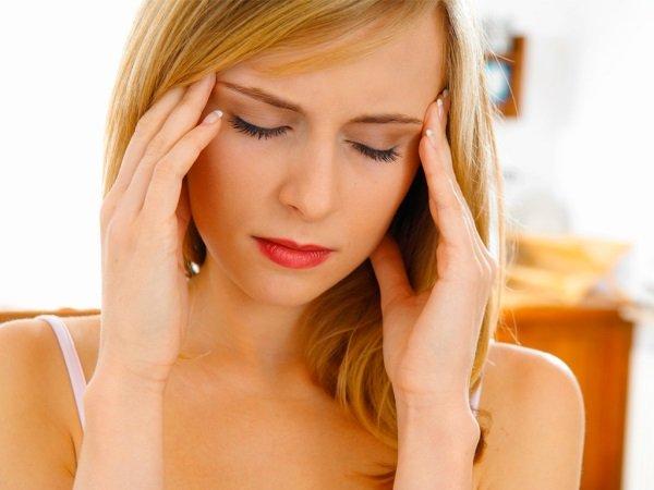 Болит голова из-за давления