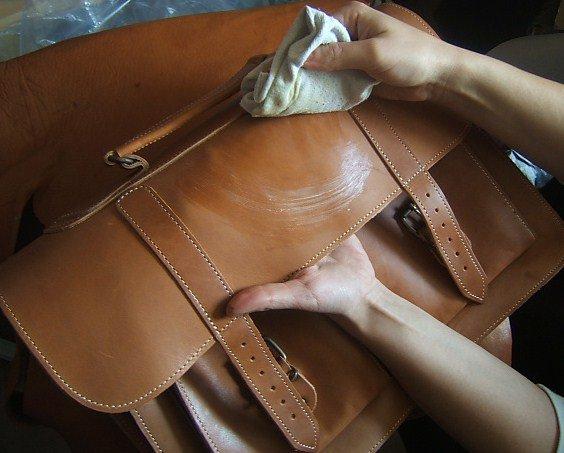 Чем отмыть белую сумку из кожи своими руками 45