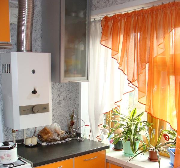 Вариант двухцветной тюль на кухню